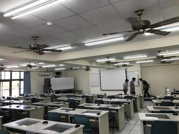 Use of LED lighting & Sensored lighting in the classroom. (Taitung University)