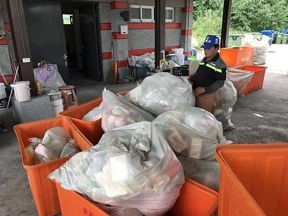 Solid waste on site for to be recycled. (Taitung University)